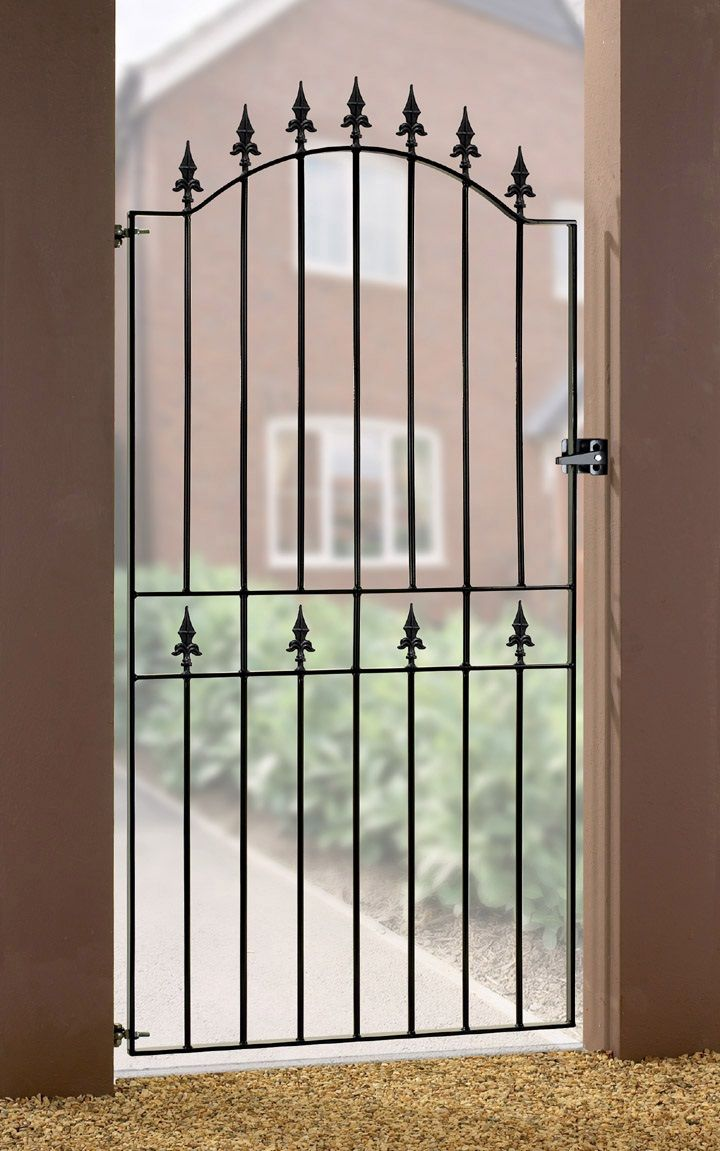The Weston metal side gate features a zinc plated and powder coated frame to ensure a corrosion resistant finish.