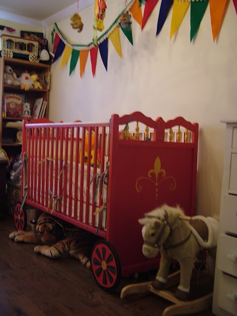 will be painting the crib i have RED! love the wheels!