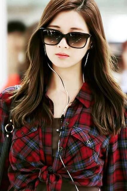 Fashion week Stylish and cool profile picture for woman