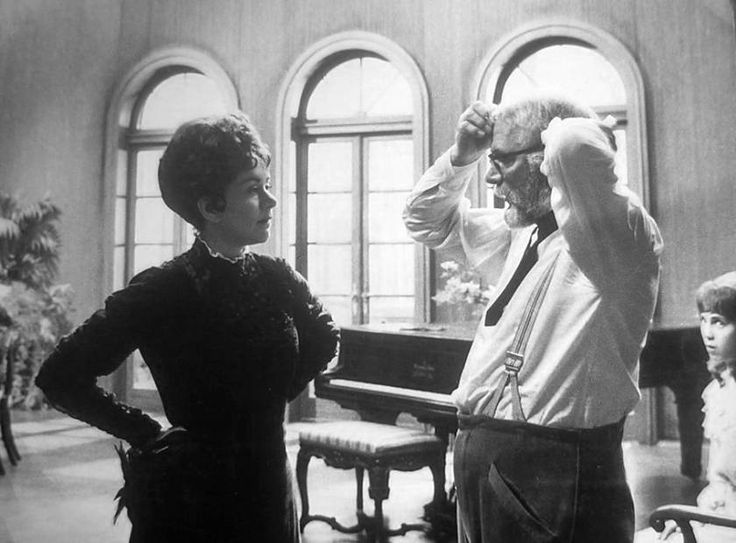 Laurence Olivier directs wife Joan Plowright on the set of Three Sisters Tags: 1970, couple, director, Directors in Action, Joan Plowright, Laurence Olivier, Three Sisters,
