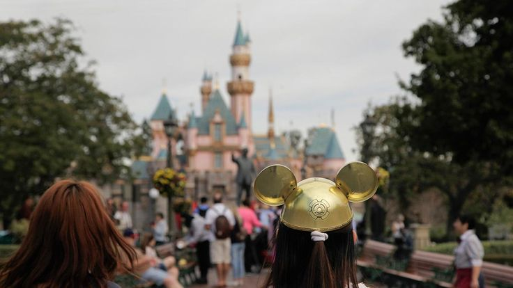 Flock of geese poop on 17 people at Disneyland | abc7news.com