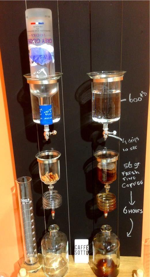 Wodka- kaneel en keniaanse koffie naast elkaar met de dubbele Cold Drip Bar.