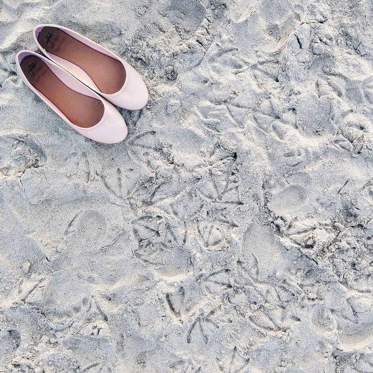 """Na plaaaaaży na plaży fajnie jest!""  #seaside #summer #flats #shoes #htcu11 #pink #flatlay #footprints #hot #nice #vsco #instasummer #instamood #instapic #details"