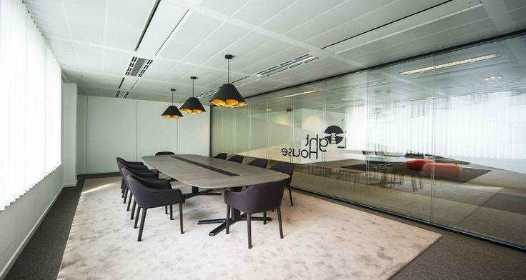 Salle de réunion dans les locaux de HansaInvest à Bruxelles, Belgique