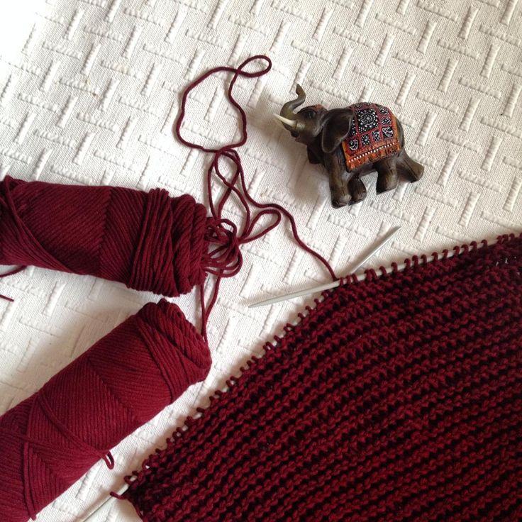 Новый шарф растет молниеносно! И слоник на счастье.... Я, кстати, коллекционирую слонов с хоботами вверх. Отовсюду привожу.