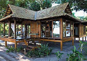Escolha natural: usando um sistema pré-fabricado, a família paranaense criou um chalé de madeira de 80 m², com três quartos, churrasqueira e varanda. Aprovada pelo Ibama, a obra só durou 8 meses