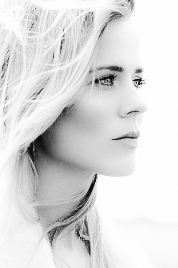 Ilse Annoeska de Lange | Born 13 may 1977 Almelo The Netherlands | Dutch country/pop singer and songwriter.