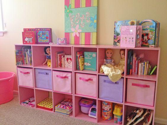 хранение детских игрушек в стеллаже