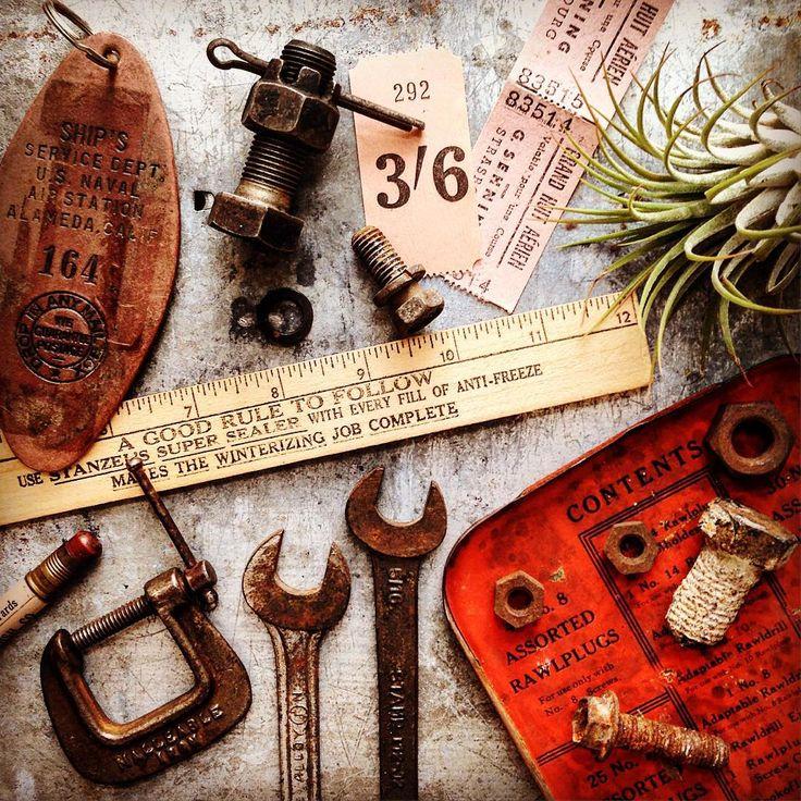♦️I like texture of Tin and red combination.♦️ 私は、ブリキの質感と赤の組み合わせが好きです。  #vintagetools #vintageindustrial #knolling #knollography #flatlays #junklayout #vintagelayout #rust #airplants #tillandsia #antique #busticket #ヴィンテージツール #インダストリアル #アンティーク #ジャンク #さび #アンティーク雑貨 #バスチケット #ヴィンテージレイアウト #エアプランツ #チランジア #イオナンタ