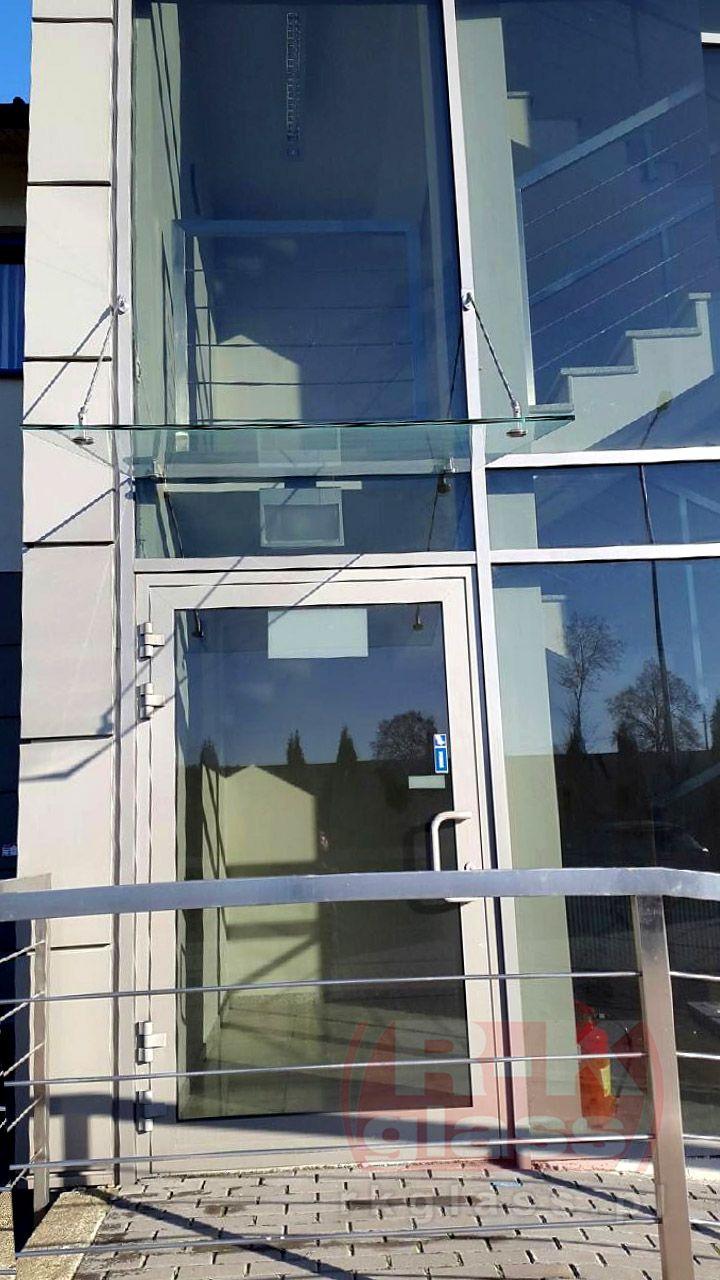 Szklana konstrukcja pochodząca z Hurtowni Szkła Rzeszów