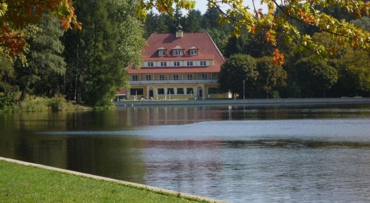 Hotel Waldsee Lindenberg This hotel beside the Waldsee Lake offers a restaurant and café with lakeside terrace, and spacious rooms with free Wi-Fi. It is surrounded by the beautiful Allgäu countryside.  All rooms at the Hotel Waldsee feature cable TV and a safety deposit...