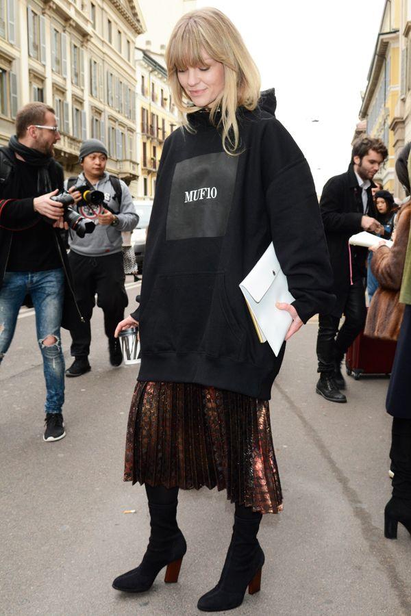 キアラ・フェラーニ,ストリートモードに着こなす、最旬パーカースタイル。【おしゃれスナップ】                                                                                                                                                                                 もっと見る