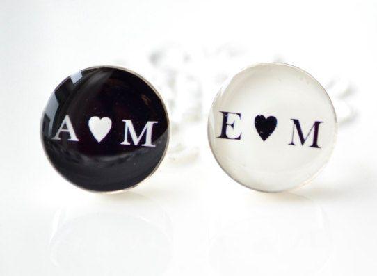 boutons de manchettes de truffe blanche - coeur personnalisé et boutons de manchette initiales votre choix de fond noir ou blanc Back ground -