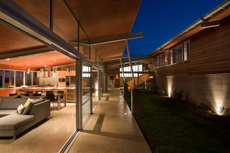 Foothills House by Strachan Group Architects