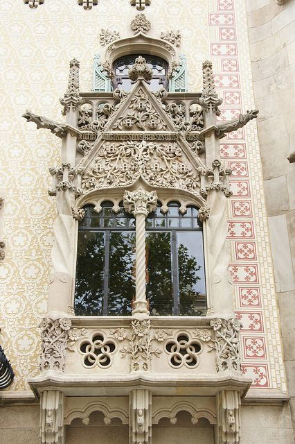 Amazing carving detail in this balacony in Barcelona - Passeig de Gràcia photo by Jaime Silva