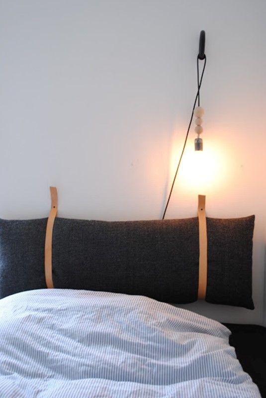 DIY Fredag med vejledning til at lave en sengegavl af en aflang pude og to læderremme.