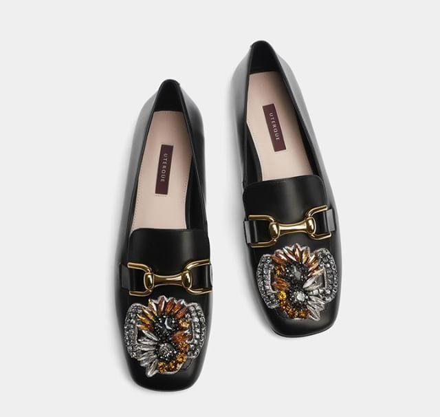 Si Buscais Unos Mocasines Inspirados En Gucci En Uterqueofficial Los Teneis Con Pedreria Por 99 Euros Trendencias Mod Best Loafers Loafers Leather Loafers