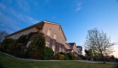 $119 -- Georgian Mansion Stay nr Perth w/Breakfast, 47% Off
