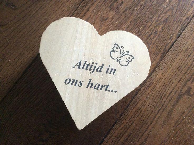 Houten hart kistje voor overleden foetus....
