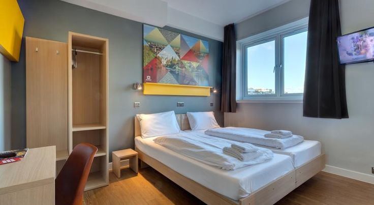 MEININGER Hotel London Hyde Park London In London's cultural centre, The Meininger is just a few hundred metres from the Natural History and Victoria and Albert Museums. Gloucester Road and South Kensington Tube stations are close by.
