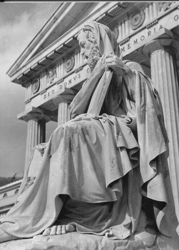 Genova. Cimitero di Staglieno. Statua di Geremia / Cemetery of Staglieno in Genoa. Statue of Jeremiah (anni '50)