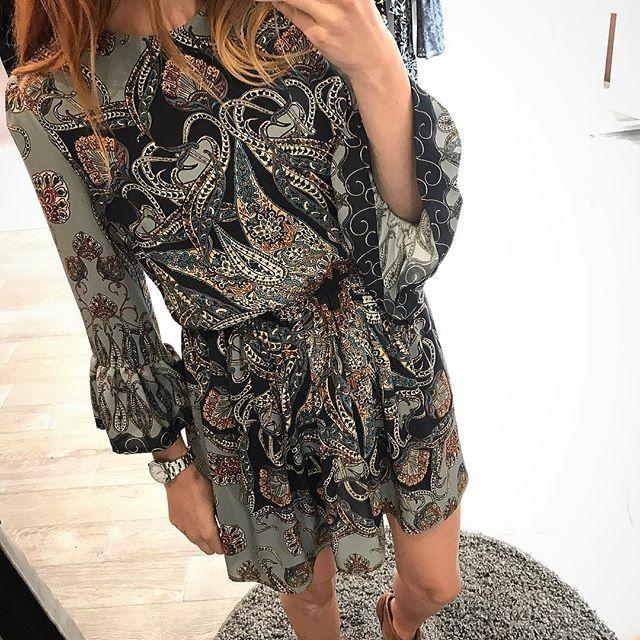 Sukienka w odcieniach błękitu😍Dostępna w showroomie w Krakowie❤️