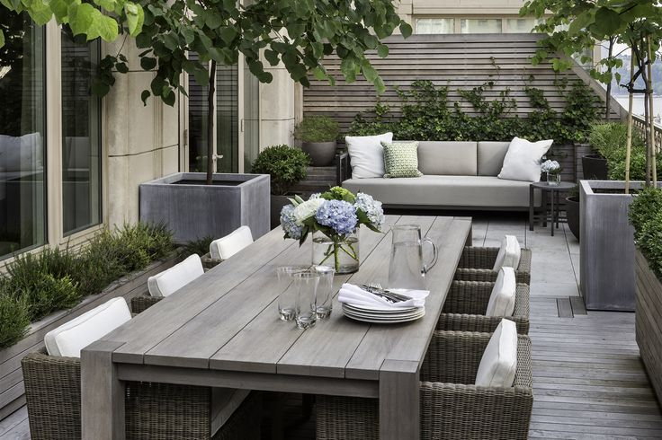 Great outdoor space. Love the zinc planters