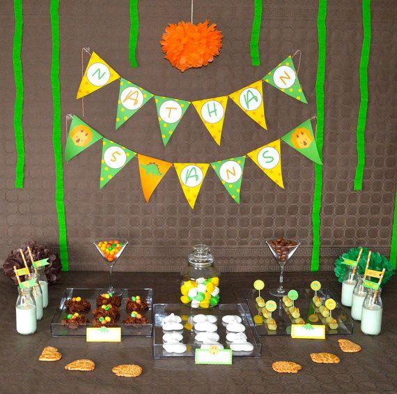 Kit anniversaire personnalisé, thème dinosaures, pour un anniversaire d'enfant de 2 à 6 ans :  Votre enfant va fêter son anniversaire et vous avez