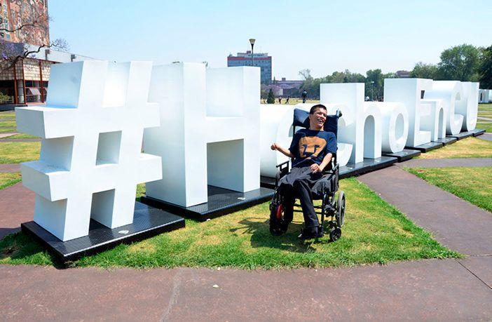 Con parálisis cerebral, Matías Alanís Álvarez se gradúa en la UNAM con mención honorífica