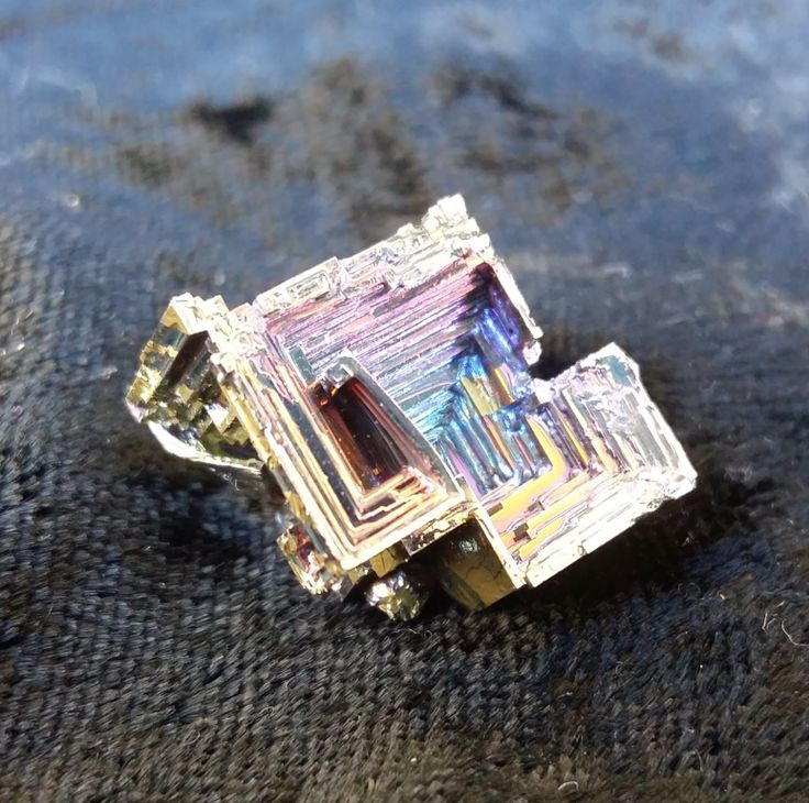 180.00  B014 Bismuth Crystal Pyramid - medium size2x2x2cm11grams075889090 healingoilproducts@gmail.comPlease note that photos do not do justice to the beauty of Bismuth and actual crystal colours may vary.