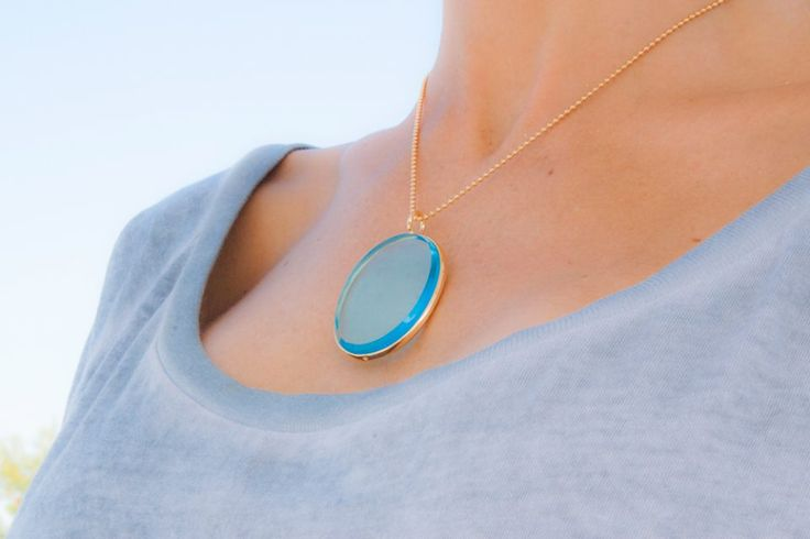 A necklace with one crystal pendant where you can engrave a love message? Try the Boheme medallion by Lilou! #lilou #medallion #boheme #crystal #engrave #message #love