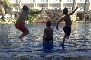 A la pisci!!!  Viajacontuhijo, viajes monoparentales, familias monoparentales, singles con niños, viajar con niños, vacaciones monoparentales.