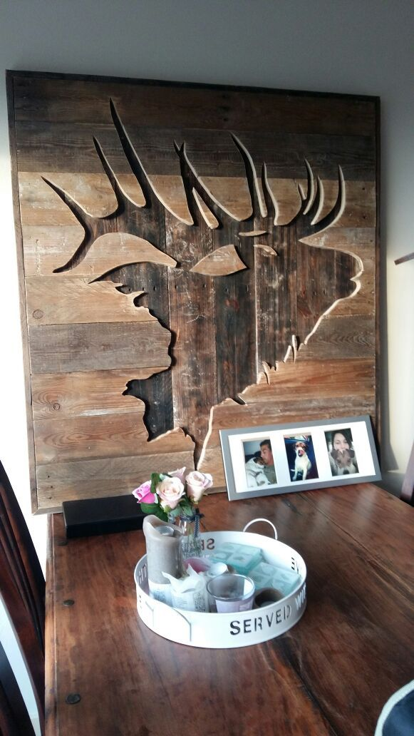 Elk silhouette in wood. DIY Pallet art
