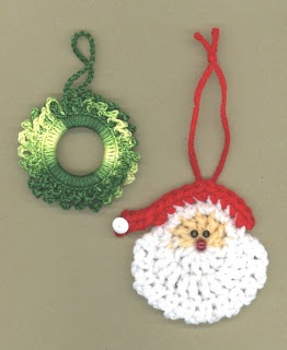 santa and wreath ornament - free pattern Snookie made the Santas, I made the wreaths for Christmas cards, I always intended to learn tatting
