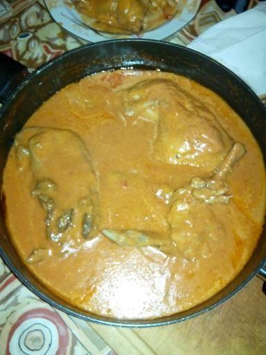 poivre, poivron rouge, lait de coco, oignon, huile d'olive, poulet, sel, coulis de tomate