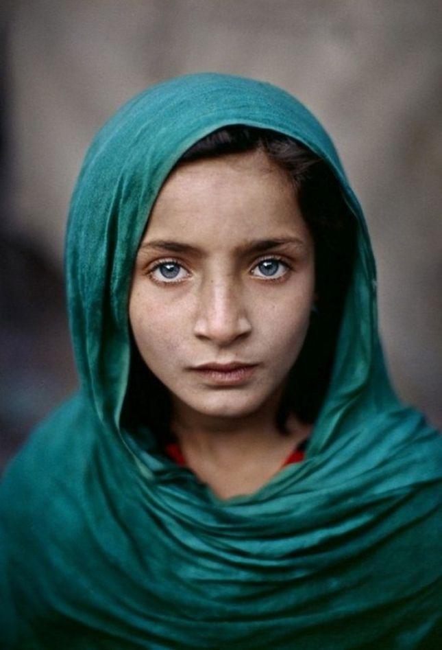 Поразительно красивые глаза реальных людей , Афганская девочка.