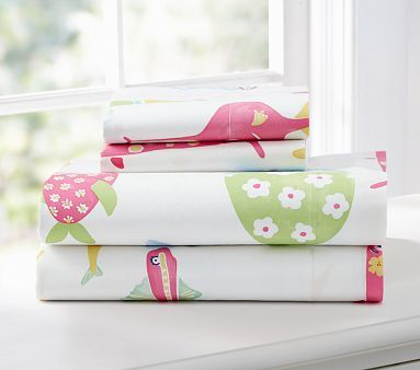 I love the Funny Fish Sheeting on potterybarnkids.comKids Beds, Girls Generation, Kids Room, Girls Room, Fish Sheet, Girls Funny, Pottery Barns Kids, Kids Funny, Funny Fish