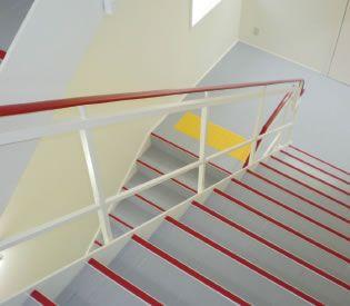 ノンスリップ|ワイエム工業|階段すべり止め、手すり、コーナー保護材 ...