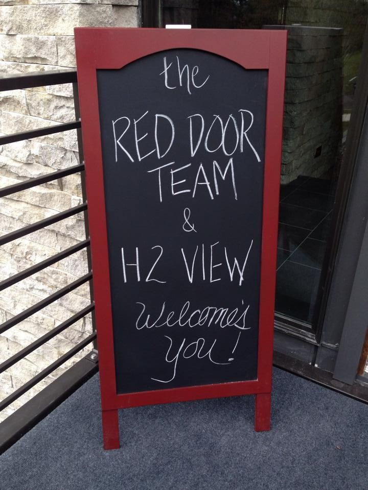 Nice A Fun Welcoming Sign At The Front Door Of Your Open House   LOVE THIS IDEA!