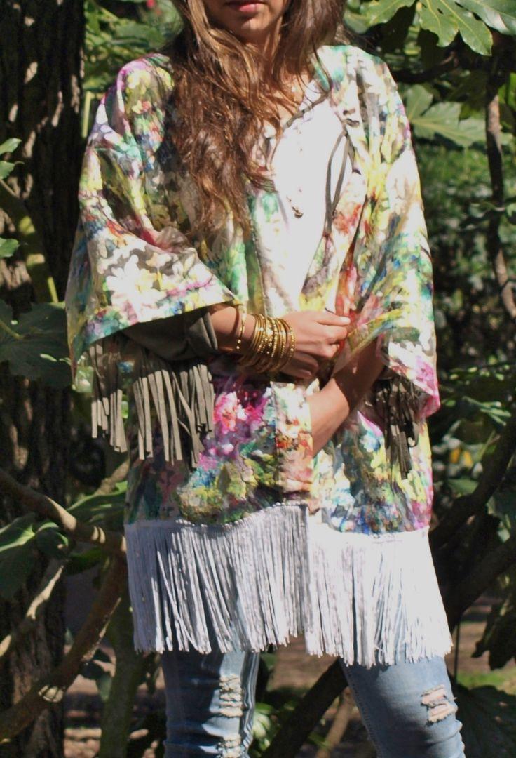 Temporada primavera verano con flores y flecos!! Kimono chic por 26,99 €!