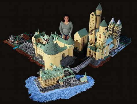 This woman spent a year building a 400,000 piece Lego replica of Hogwarts click on it to check the inside