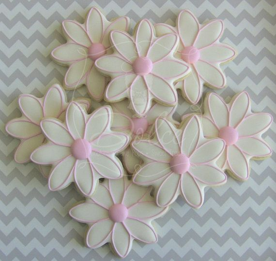 One Dozen 12 Delightful Daisy Flower Decorated by DolceDesserts, $36.00