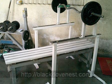 25 best bench press rack ideas on pinterest bench press for Homemade safety squat bar
