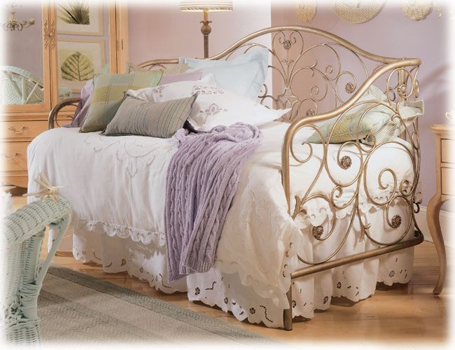 vintage bedroom 24 best young lady in herjallisa images on pinterest bedroom