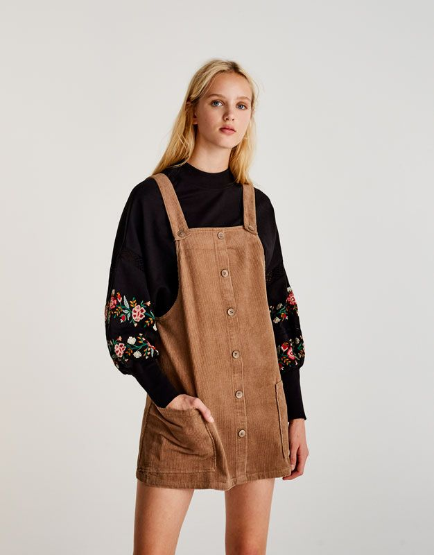 Robe salopette velours côtelé boutons devant - Robes - Vêtements - Femme -  PULL&BEAR France