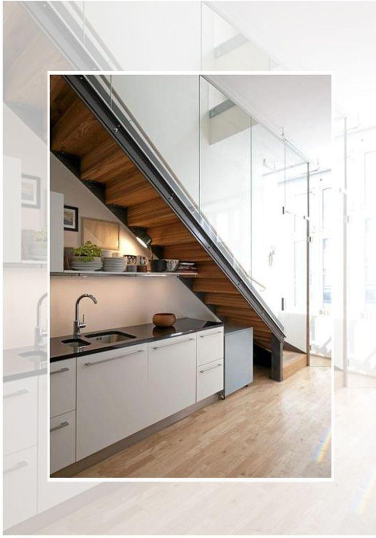 Escalera con cocina debajo - Fuente de la imagen: grupoinventia