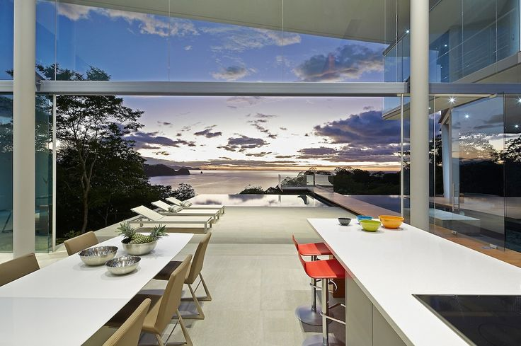 Cozinhar com esta vista? Só nesta #mansão na Costa Rica! #CostaRica #view #amazingview #luxuryhome #luxuryvilla #Lifeisgod #Luxury #Dreamhome #Residence #Instagood #Success #Instadesign #Exclusive #Inspiration #luxurylifestyle #realestate #millionaire #design  #cozinha #kitchen #food #vista #espetáculo #verão #pool #piscina #mar #sea #Caribe