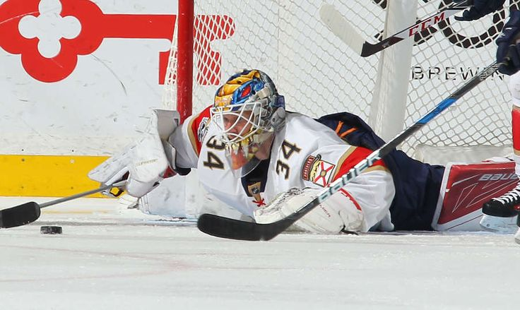 BUFFALO, NY - MARCH 27: James Reimer #34 of the Florida Panthers looks to cover the puck against the Buffalo Sabres during an NHL game at the KeyBank Center on March 27, 2017 in Buffalo, New York. (Photo by Bill Wippert/NHLI via Getty Images)