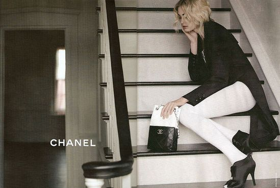 Black & White always looks amazing, especially when designed by the one and only Chanel :)