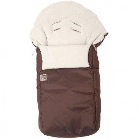 Con el Saco de silla universal Chanceliere de Red Castle en color marrón tu bebé ira calentito y resguardado en su silla de paseo en los meses de invierno.
